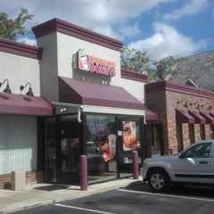 Photo taken at Dunkin' Donuts by Reinaldo D. on 9/21/2012