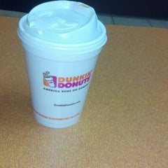 Photo taken at Dunkin' Donuts by Reinaldo D. on 9/2/2013