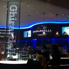 Photo taken at Ghirardelli On-The-Go by HYE IN K. on 12/17/2012