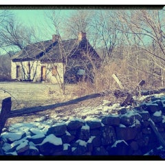 Photo taken at Historic Richmond Town by Rahmet V. on 1/26/2013