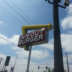 Photo taken at In-N-Out Burger by Abdullah A. on 6/25/2013