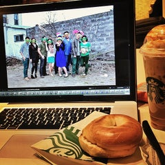 Photo taken at Starbucks by Melvin G. on 4/9/2013