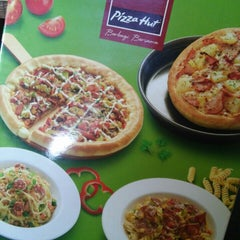 Photo taken at Pizza Hut by Adriana L. on 6/18/2015