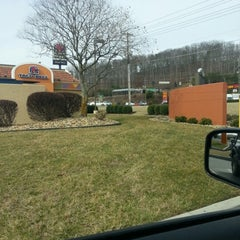 Photo taken at Taco Bell by Benjamin B. on 2/4/2013