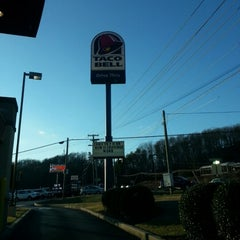 Photo taken at Taco Bell by Benjamin B. on 1/31/2013