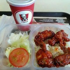 Photo taken at KFC by 美玲 G. on 1/19/2016