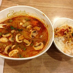 Photo taken at Bangkok Noodles by Yo mama f. on 2/20/2013