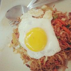 Photo taken at Restaurant Biriyani Sri Manjung by Mohamad Nor H. on 3/19/2013