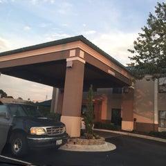 Photo taken at Holiday Inn Express & Suites Fayetteville Nw-Spring Lake by Dorinda C. on 7/19/2015