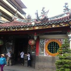 Photo taken at Miếu Q5 by Steven L. on 10/11/2014