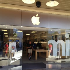 Photo taken at Apple Store, Corte Madera by Karl S. on 2/1/2013