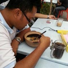 Photo taken at Restoran JS Maju by Amir M. on 5/10/2013