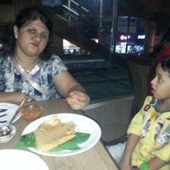 Photo taken at Gora Gandhi Juice Corner and Veg World - Pure Veg by Viren S. on 11/24/2013