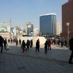 Photo taken at 서울역 (Seoul Station - KTX/Korail) by SangJin P. on 2/13/2013