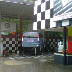 Photo taken at Auto Bridal Car Wash (Jl.Kemang Raya) by Ferry E. on 1/8/2013