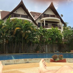 Photo taken at Patong Cottage Resort Phuket by Игорь К. on 4/1/2014