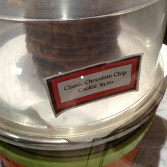 Photo taken at Jacques Torres Chocolate by Dauwd N. on 2/11/2013