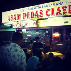 Photo taken at Asam Pedas Claypot by Annas Araby A. on 5/24/2013