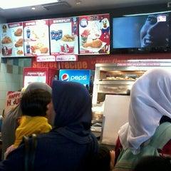Photo taken at KFC by Trivena S. on 12/20/2013