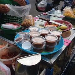 Photo taken at ตลาดใหม่นาเกลือ by เพื่อน ก. on 8/18/2014