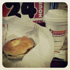 Photo taken at Dunkin' Donuts by Eduardo H. on 4/13/2013