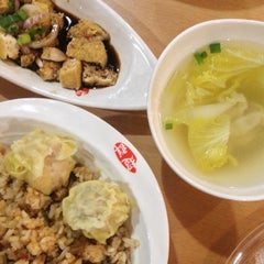 Photo taken at Chowking by Fina N. on 2/13/2015