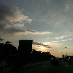 Photo taken at Kesas Hwy. by Nakira R. on 10/23/2012