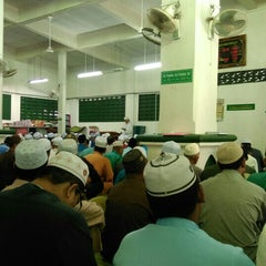 Photo taken at Masjid Tok Guru Pulau Melaka by Muhaimin I. on 7/17/2015