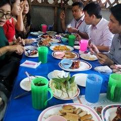 Photo taken at ส้มตำป้าดาว by Napawan T. on 12/21/2015