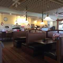 Photo taken at Bob Evans Restaurant by Clive C. on 12/11/2014