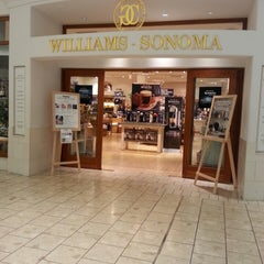 Photo taken at Williams-Sonoma by Darwin A. on 3/7/2014