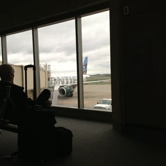 Photo taken at Frontier Airlines by canihelpyou k. on 4/11/2013