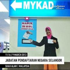 Photo taken at Jabatan Pendaftaran Negara Selangor by Jaidesign J. on 3/9/2013