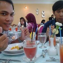 Photo taken at Fakulti Pengurusan Hotel & Pelancongan by Cenkol on 6/10/2013