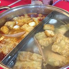 Photo taken at Restaurant Ho Ho Steamboat (好好海鲜火锅之家) by Jason L. on 7/9/2015