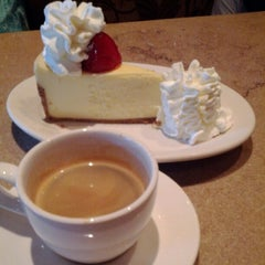 Photo taken at The Cheesecake Factory by Alexandre M. on 8/8/2012