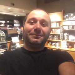 Photo taken at Starbucks by Cengiz C. on 8/22/2015