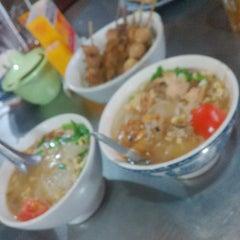 Photo taken at Soto Ayam & Ayam Goreng Bangkong by SherLy K. on 12/31/2013