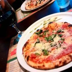 Foto tomada en Caprara Pizzeria por Ros R. el 2/6/2015