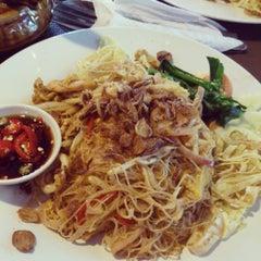 Photo taken at Restoran Tupai-Tupai by Zac A. on 3/31/2013