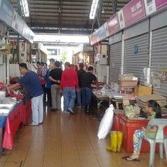 Photo taken at Sunday Market (Pasar Minggu Satok) by Selasih W. on 12/13/2013