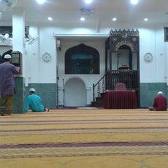 Photo taken at Masjid Al-Mukminun by Azrul Z. on 2/27/2014