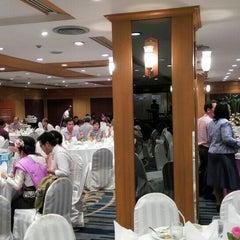 Photo taken at Chaophya Park Hotel (โรงแรมเจ้าพระยาปาร์ค) by Ammie on 10/9/2015