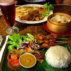 Photo taken at Zenhouse Yum Cha Restaurant by Linna P. on 7/26/2013
