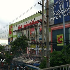 Photo taken at Big C (บิ๊กซี) by phut on 6/10/2013