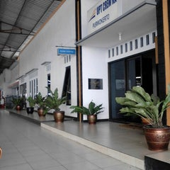Photo taken at Stasiun Purwokerto by Kimi Fajri R. on 2/24/2013