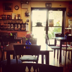 Photo taken at Cornerstone Coffeehouse by Christine S. on 9/10/2013