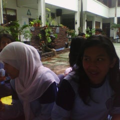 Photo taken at SMA Negeri 6 Bandung by Fitria S. on 2/26/2014