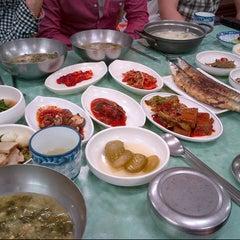 Photo taken at 흥덕식당 by EunJu Carol L. on 5/31/2013