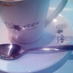Photo taken at 里豆咖啡 Rido Coffee 環亞店 by Joseph L. on 9/26/2012